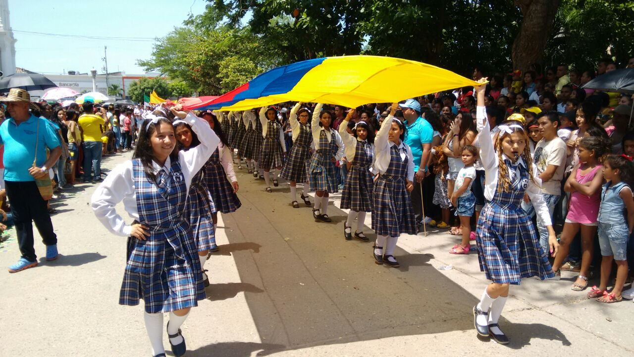estudiantes en desfile